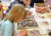Výroba šperků z drátků a korálků