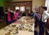 brigáda balení koláčů
